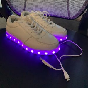 Shoes - Women's rechargeable light up sneakers size 8